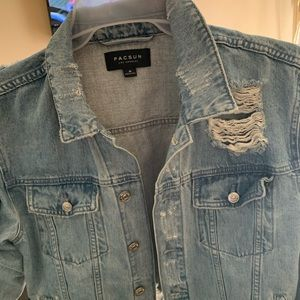 Size M passing rose jean jacket